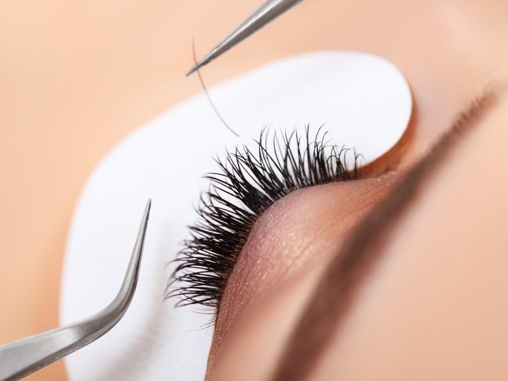 Individual Eyelash Application